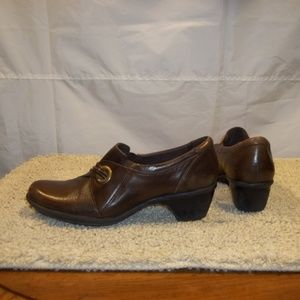 Clarks Bendable Leather Heels Slip On Shoes Size 8